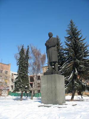 Лєнін на центральній площі