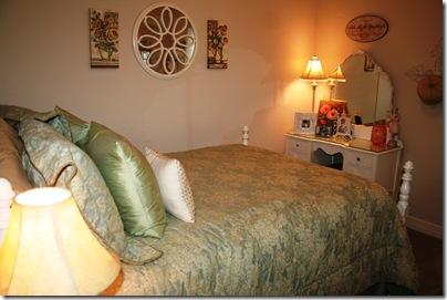 Guest Room, Lil Cowboy 011