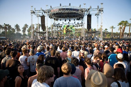 coachella-crowd-back