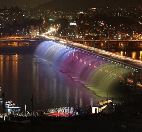 Banpo-Bridge-South-KoreaThe-Fountain-Bridge