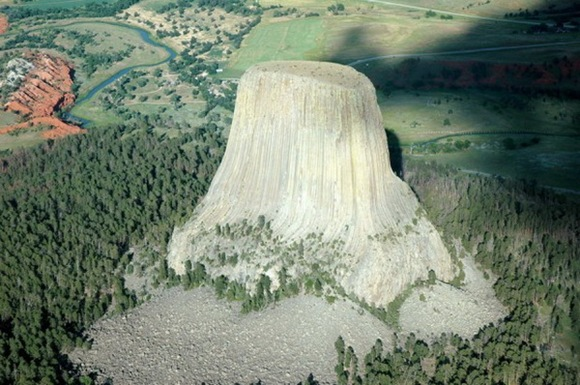 The-Most-Famous-And-Scary-Devil-Tower-12_resize