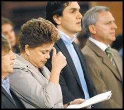Dilma-faz-o-sinal-da-cruz