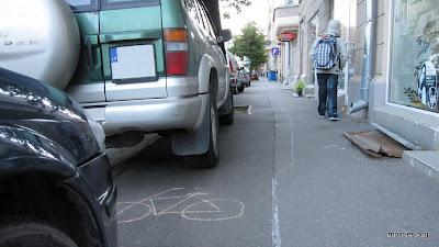 Mašīnas ieņēmušas veloceliņu