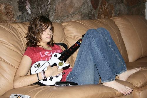 guitar_wii_girl