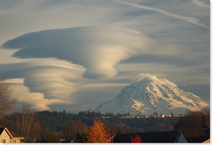 081205_rainier_cloud_02