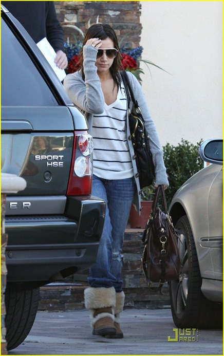 ashley-tisdale-limo-lovely-05