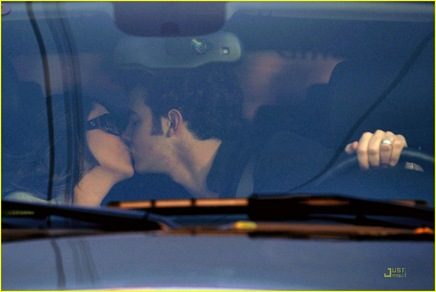 kevin-jonas-danielle-deleasa-kissing-car-01