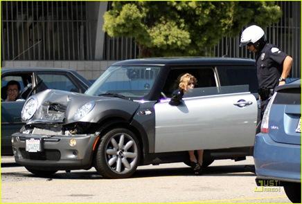 annalynne-mccord-car-accident-03