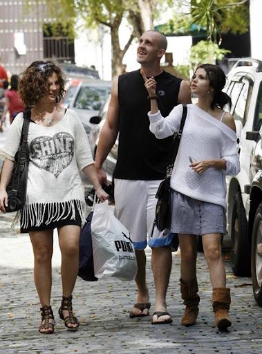 Album De Fotos ^^ Selena-gomez-san-juan-sight-seeker-17_thumb%5B6%5D