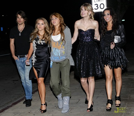 miley-cyrus-girls-night-out-02