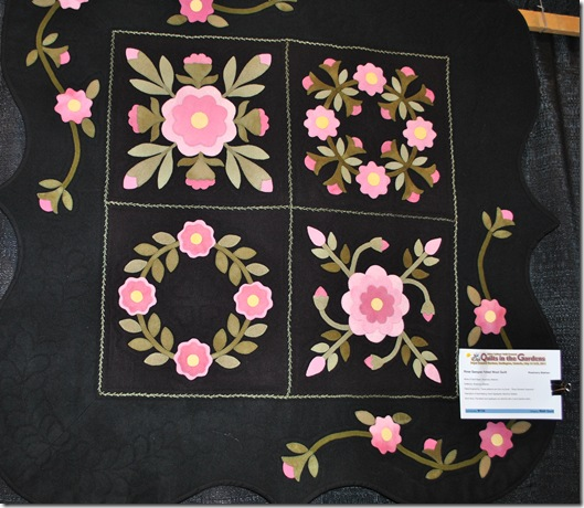 Quilts in the Gardens 2011 035
