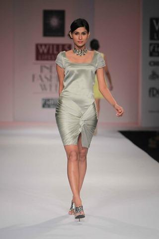 [WIFW SS 2011by Gayatri Khanna (7)[5].jpg]