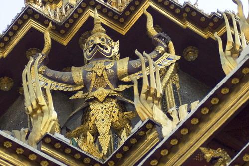 The%20Garadu%20%20in%20corner - Some Sculptures in Wat Phra Kaew
