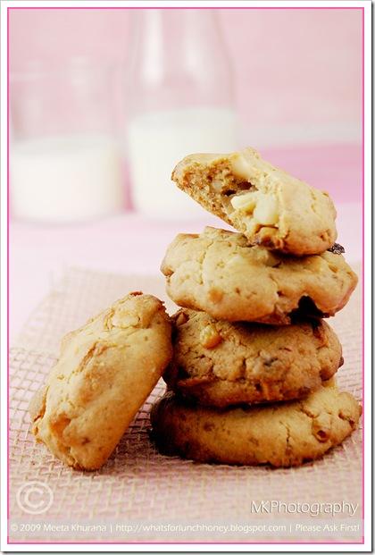Cookies-MacadamiaChoc 03 framed