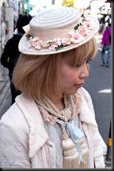2010-03-21-Harajuku-Hats-034-00005-600x903