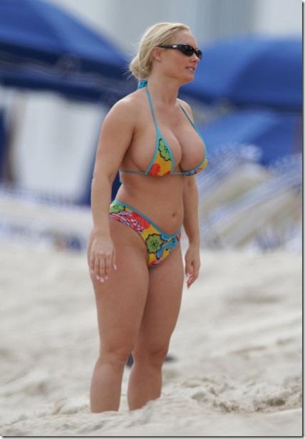 nicole-coco-austin-bikini_009-630x945