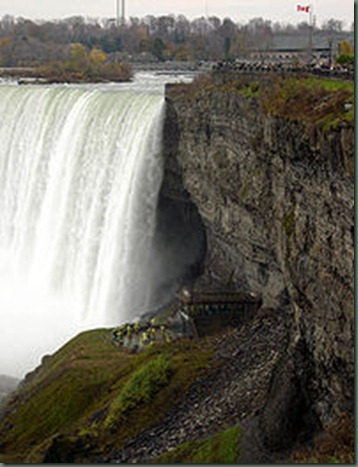 200px-Niagara_Falls_-_Canada_-_Closeup