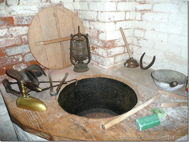 Котел с дровяным отоплением для нагрева воды и варки белья