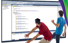 Dos desarrolladores trabajando con Visual Studio