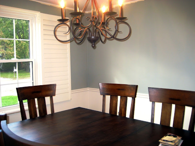 dining room before crown molding