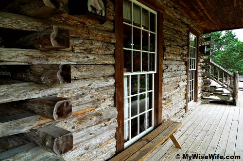 Log cabin built in Missouri 1841