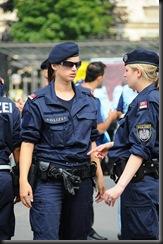 military_woman_austria_police_000009