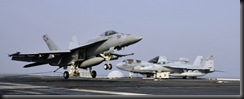 Посадка истребителя F/A-18E Super Hornet на палубу авианосца