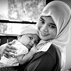 My Baby Love by Ibrahim Samsudin - People Family ( indulgent, lenity, cute, enamouresd )