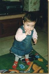 Elena in piedi 20 mesi
