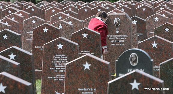 俄罗斯5月9日大阅兵 烈士墓碑,至少他们还被人记住了名字,不知道有多少中国的战士,走的无声无息。