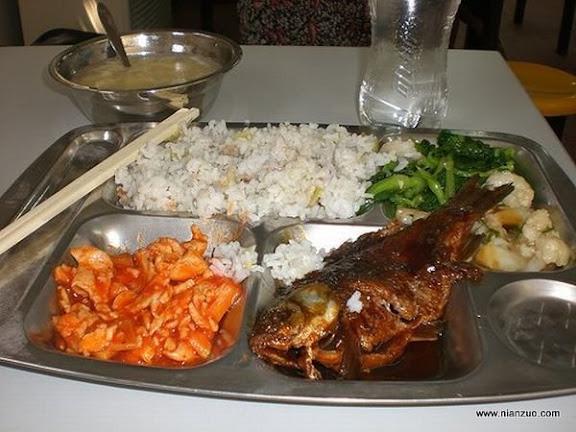 世界各国的校餐 中国:鱼、菜花和肉