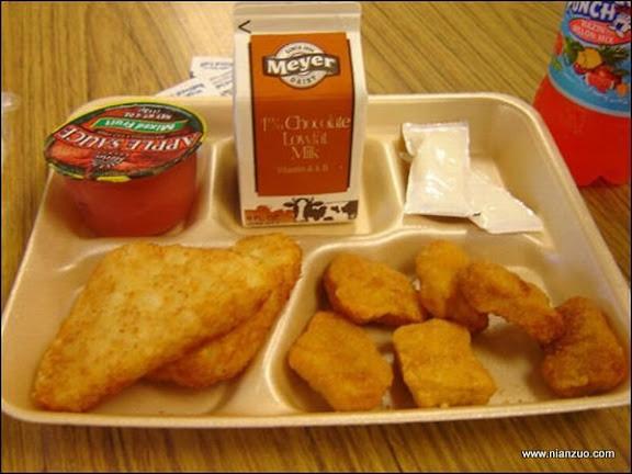 世界各国的校餐 美国:鸡块、苹果酱和牛奶