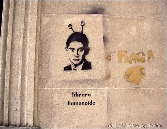 Librero humanoide - Kafka