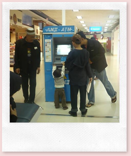 Adib di Mesin ATM