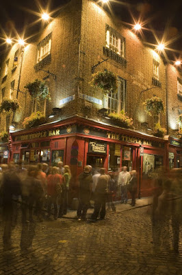 Pub in Temple Bar, Dublin. Photo Holger Leue www.tourismireland.com