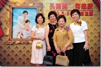 何家三姐妹和媽