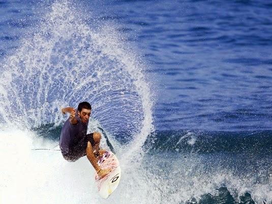Surftrip-Bali---Uluwatu---Hadrien-Ballion-02