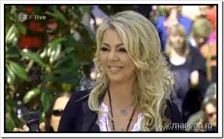 Sandra_feat_Thomas_Anders_-_The_Night_Is_Still_Young__ZDF_Fernsehgarten_10.05.20090062[2]