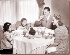 50sfamilyatdinner