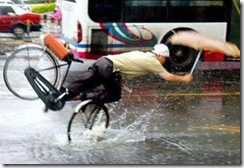 asian-rain-umbrella-bike-fail (1)