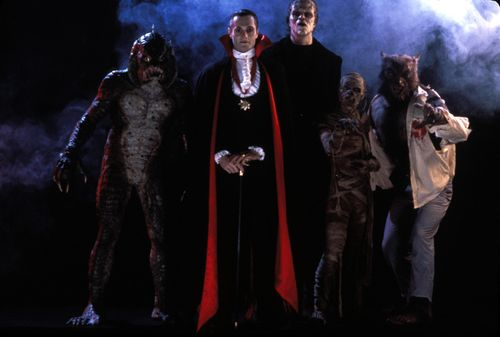 BUSTES Frankenstein, Dracula et wolf man Still-from-monster-squad1