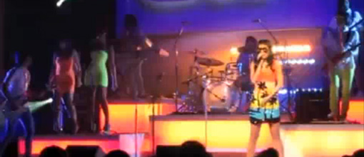 Live performance: Katy Perry screams her way through 'California gurls'