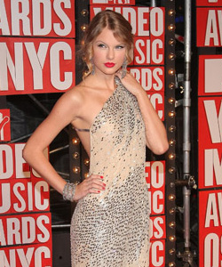 Taylor Swift on the red carpet at the VMA's [image courtesy of Getty images and MTV]