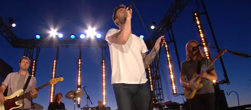 Maroon 5 perform 'Give a little more' | Live performance