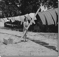 woman_hanging_laundry
