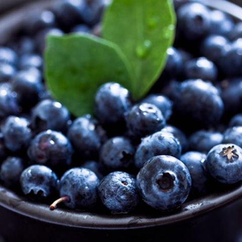 rby-33-foods-stay-young-blueberries-de