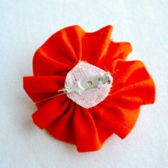 Ottobre-6-2010-26-flower-pin-back