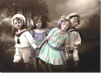 children playing ring around the rosey