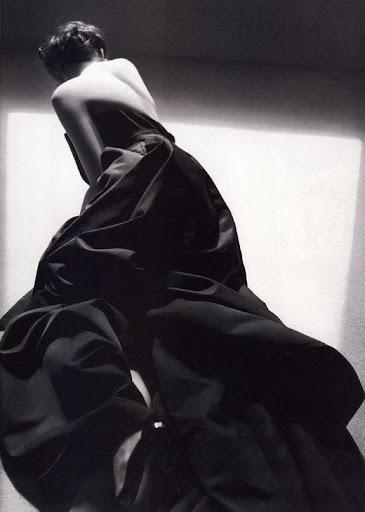 anne hathaway vogue 2011. Anne Hathaway – Vogue