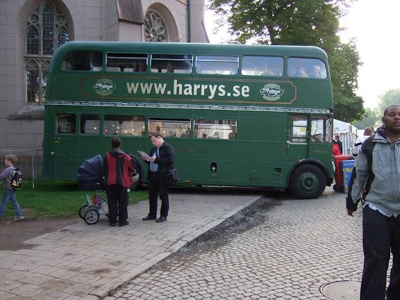 Harrys buss stod lite nedanför oss....